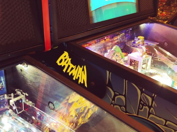 BATMAN 66 YELLOW LIGHTED MAGNETIC HINGE COVERS
