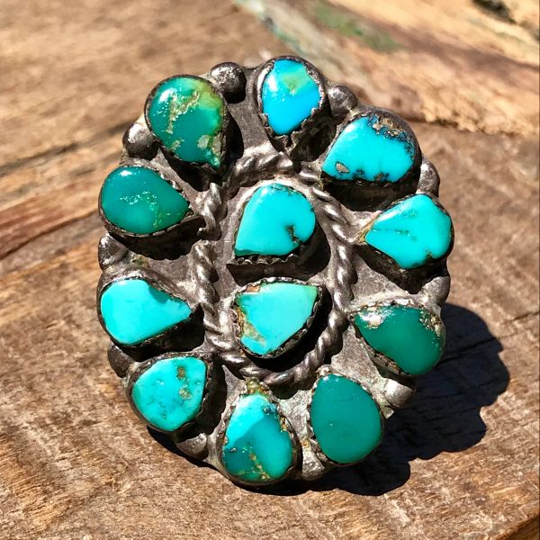1920s HUGE OVAL BLUE & GREEN CRUDE TURQUOISE ZUNI CLUSTER SILVER RING