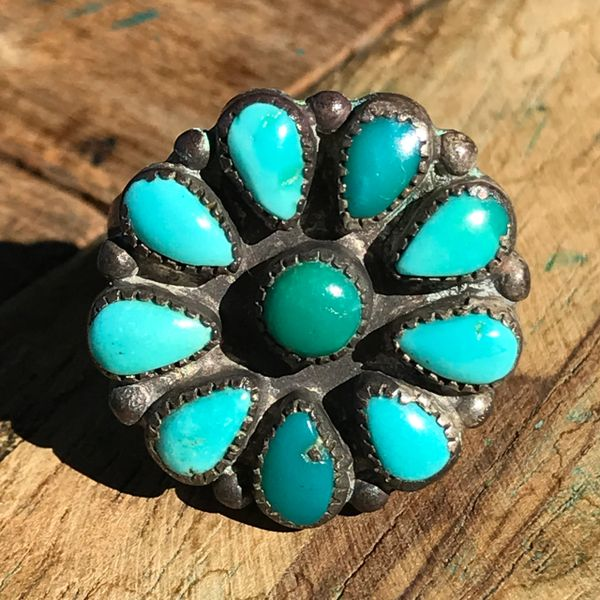 1940s ZUNI ROUND SMALL FLORAL SHAPED BLUE BREEN TURQUOISE SILVER RING