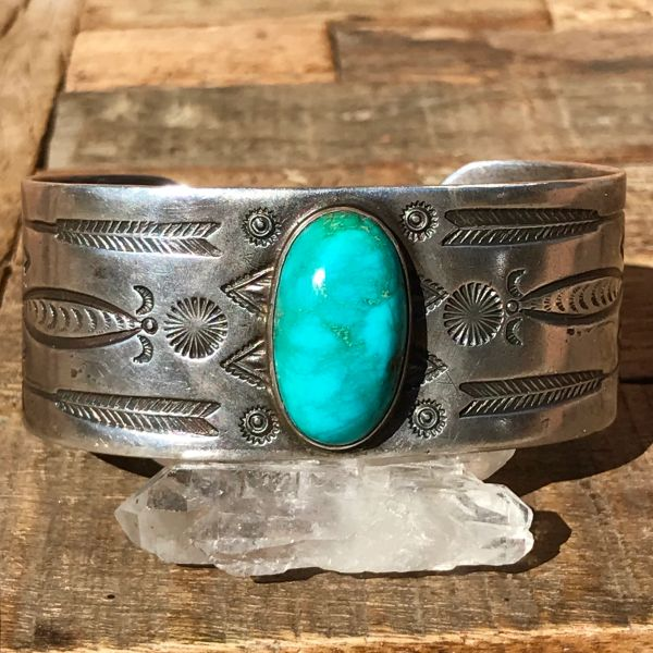 1920s ARROW & FRED HARVEY LOGO THUNDERBIRD STAMPED DOMED VIVID BLUE GREEN DOMED TUQUOISE WIDE SILVER CUFF BRACELET