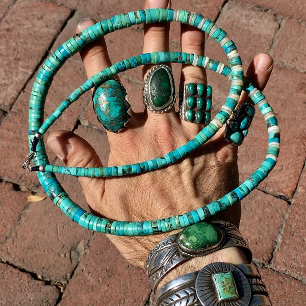 SOLD 1940s LONG HEISHI TURQUOISE NECKLACE WITH SHELL ACCENTS