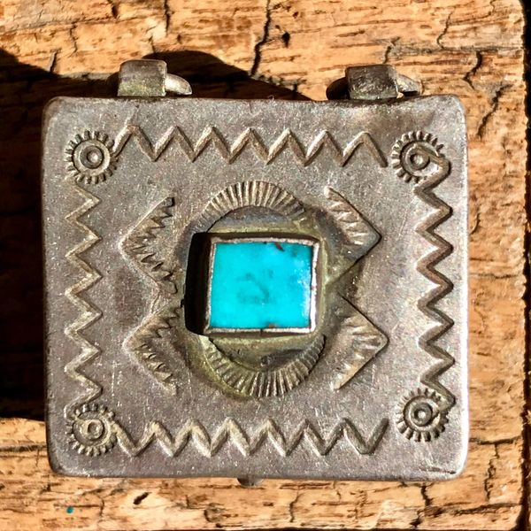 1920s THICK SMALL TIGHT SNAP SILVER TURQUOISE PILL BOX