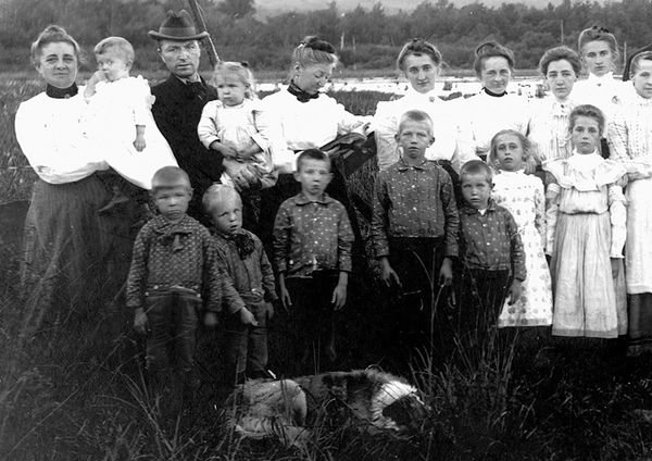 1880's IMMIGRANT AMERICAN FAMILY BOATING