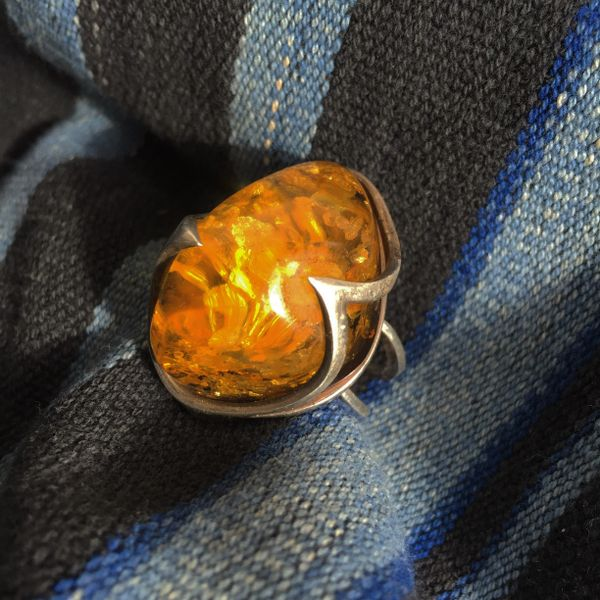 1970s HUGE BALTIC AMBER ADJUSTABLE SILVER RING