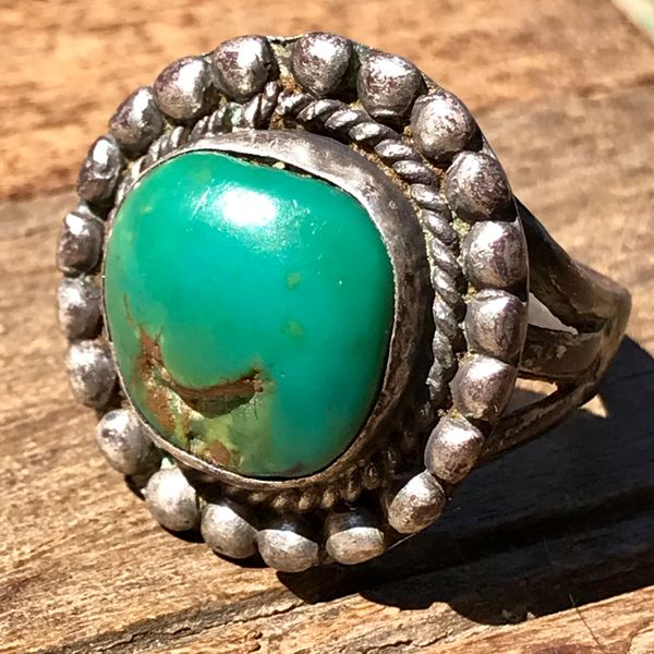 1940s GREEN CERRILLOS TURQUOISE ROUND SILVER RING