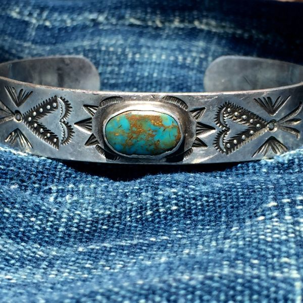 SOLD 1920s AMERICAN STAMPED HEARTS, ARROWS AND WHIRLING LOGS TURQUOISE SILVER BRACELET