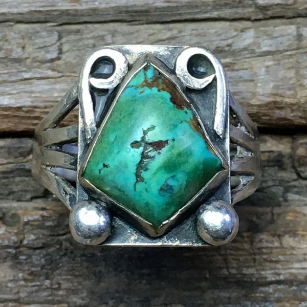 SOLD 1920s INGOT SILVER RAINDROPS, FLOURISHES & SHIELD SHAPED GREEN TURQUOISE SPLIT SHANK RING
