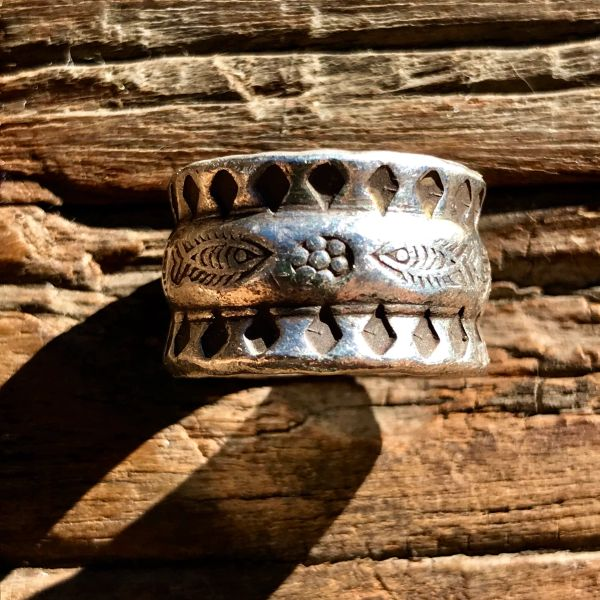 VINTAGE THAILAND HILLTRIBE KAREN TRIBE INGOT SILVER FISH STAMPED RING BAND