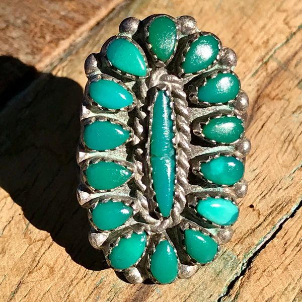 1940s SMALL DAINTY GREEN ZUNI TURQUOISE SILVER RING