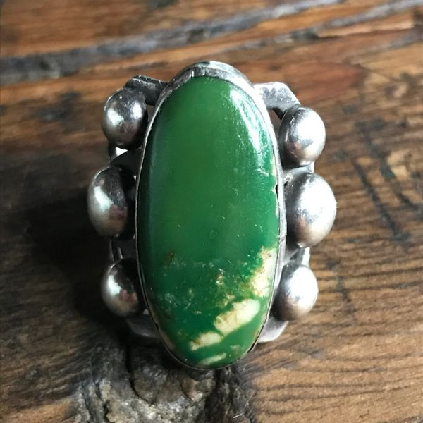 SOLD 1920s FRED HARVEY ERA GREEN OVAL TURQUOISE THUNDERBIRD REPOUSSE WHIRLING LOG RING