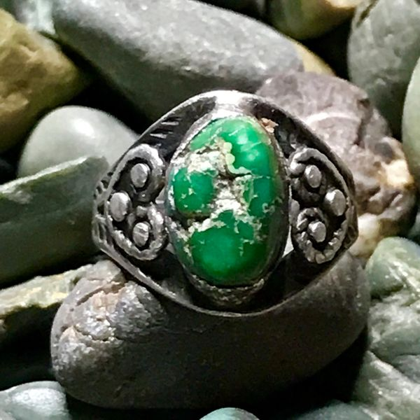 1920s FRED HARVEY ERA GREEN TURQUOISE NUGGET & SILVER SMALL RING