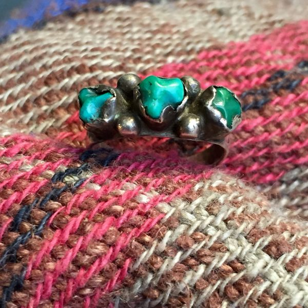 SOLD 1940s SMALL CRUDE BLUE & GREEN TURQUOISE NUGGET SILVER RING