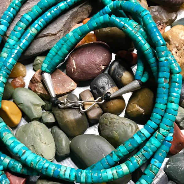 """1920s NEON BLUE GREASY GREEN TURQUOISE HEISHI BEAD NECKLACE ATELIER RESTRUNG 20"""" LONG"""