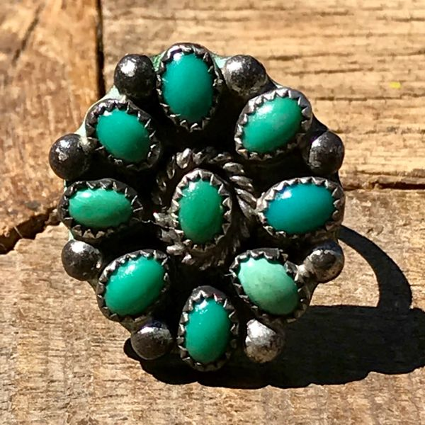 1940s ZUNI GREEN TURQUOISE SMALL ROUND CLUSTER SILVER RING