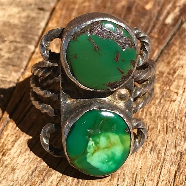 1920s HAND PULLED & TWISTED INGOT SILVER WIRE 2 ROUND GREEN TURQUOISE RING
