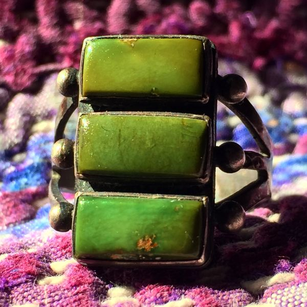 SOLD 1950s DAINTY STOPLIGHT STYLE FRED HARVEY ERA CROSS STAMPED GREEN TURQUOISE SILVER RING