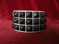 Wristband 23WBlack Three Rows Black Pyramids on White Leather