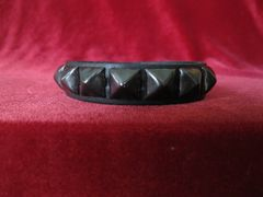Wristband 10Black Single Row of Black Pyramids