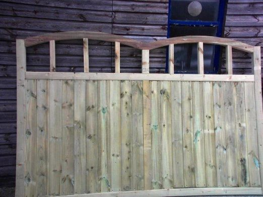 Wooden Double Dome Top Driveway Gate Single