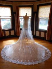 One Tier Cathedral Bridal Veil with Lace Applique Edge O002