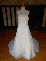 Raylia Designs Wedding Dress W364