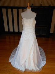 Raylia Designs Wedding Dress W352