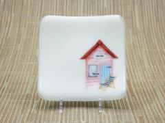 Beach hut (pink) white glass small square curved plate
