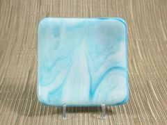 Blue/white streaky small curved glass plate