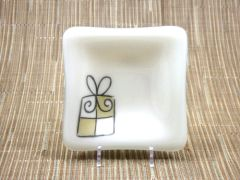 Christmas present cream glass small square centred plate