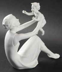 "Collectibles - Kaiser Porcelain's ""Mother and Child"""
