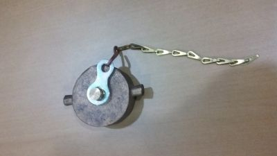 Hydrant Cap with Chain (Brass)