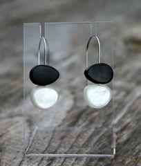 Origins Pebbles B&W Earring