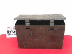 British army 25 pounder artillery gun 8 brass cartridges carry box dated 1938,nice condition found in 2017 on Farm at Doornik in Belgium used by British artillery guns 1940 defending Dunkirk
