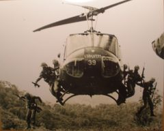 Bell UH-1 Iroquois (Huey) Photo, Vietnam PHO-0115