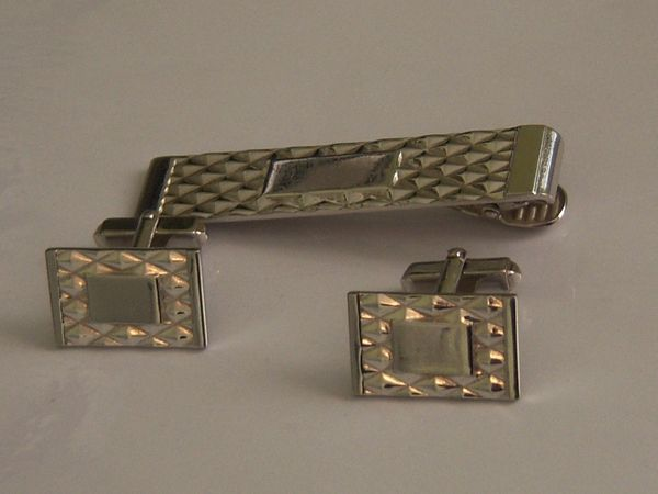 Signed Complete Vintage Cufflink Set. Diamond Pattern Cufflinks.