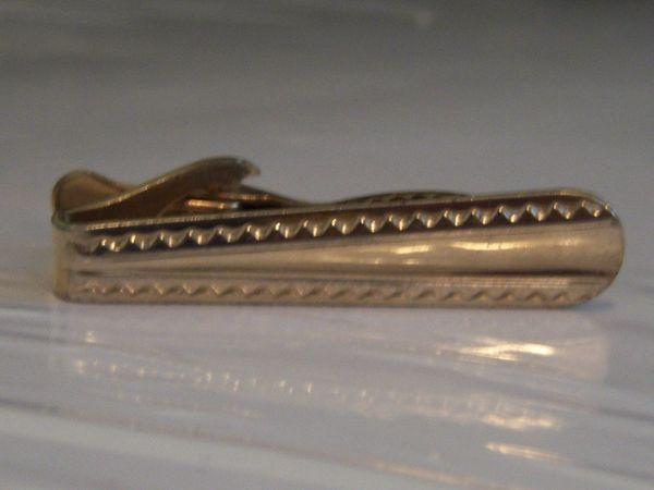 Vintage Textured Gold Tone Tie Clip.