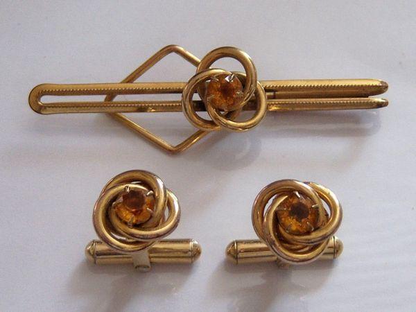 Signed Vintage Cufflinks. Complete Set Of Knot Cufflinks.