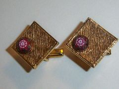 Diamond Shaped Vintage Cufflinks With Art Glass Accent.