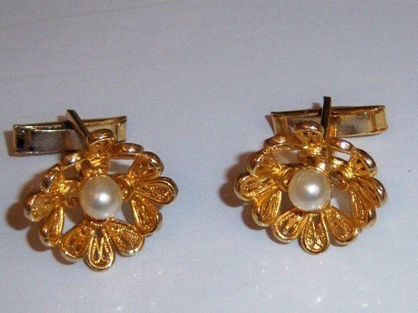 Faux Pearl Vintage Cufflinks. Flower Cufflinks.