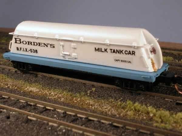 Borden's Butterdish Milk Car, Ready to Run