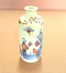 Porcelain snuff bottle hand painted