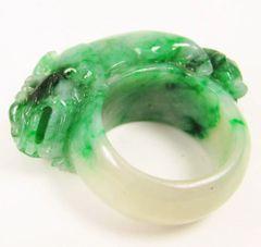 """Jadeite """"A"""" grade green foo dog ring"""