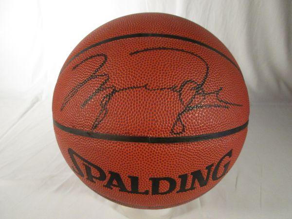 Michael Jordan, Chicago Bulls signed full size basketball