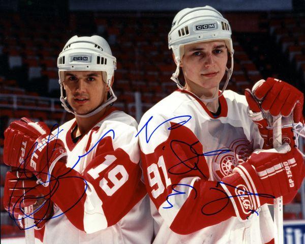 1990's Detroit Red Wings - Yzerman & Federov signed 8x10 photo