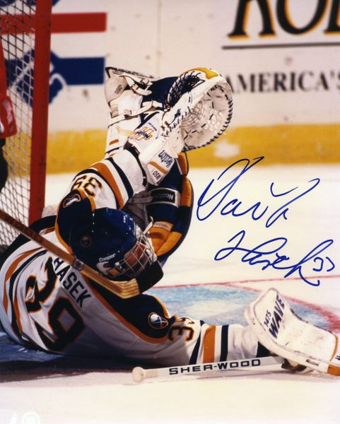 Dominik Hasek - Buffalo Sabres signed 8x10 photo