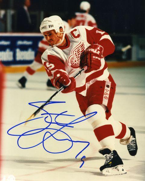 Steve Yzerman - Detroit Red Wings signed 8x10 photo
