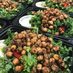 Kale Salad w. Roasted Asparagus & Chickpeas
