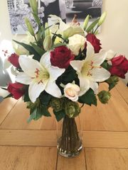 STUNNING LARGE ROSE , LILY & HOP SPRAY ARTIFICIAL SILK FLOWER VASE ARRANGEMENT