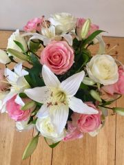 LARGE PINK ROSE, LILY & HOPS SPRAY HAND TIED GIFTWRAPPED BOUQUET