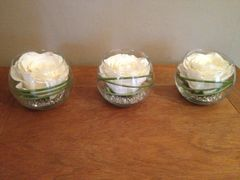 MODERN SET OF 3 IVORY ROSE & GRASS ARTIFICIAL FLOWER ARRANGEMENTS IN GLASS BOWLS